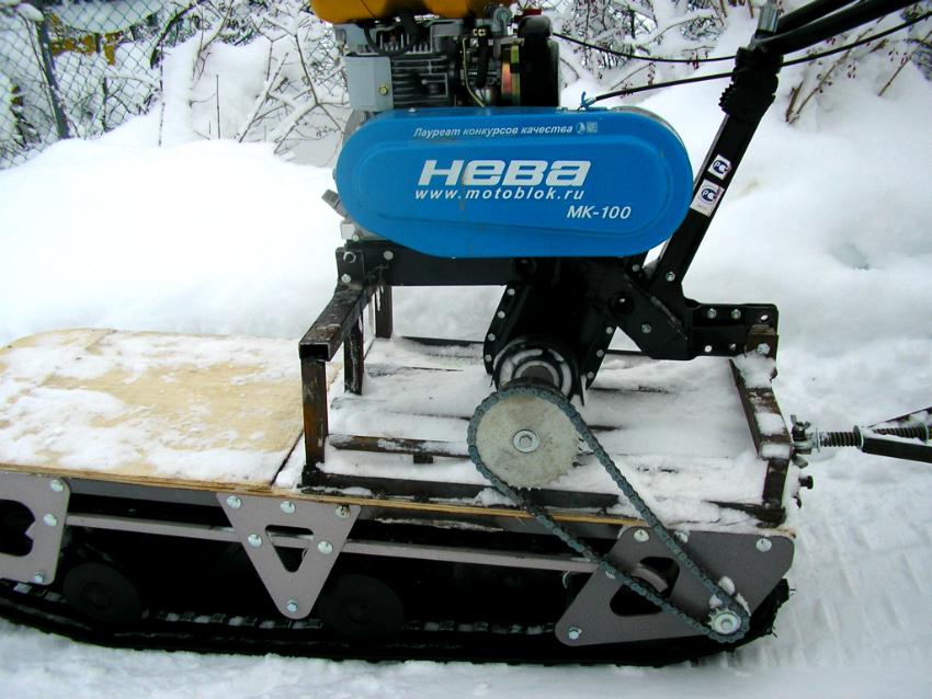 При установке гусениц на мотоблок следует использовать двигатель с водяным охлаждением