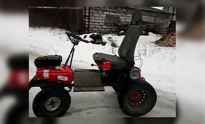 Самоходный трактор Салют