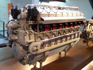 Поршневой двигатель