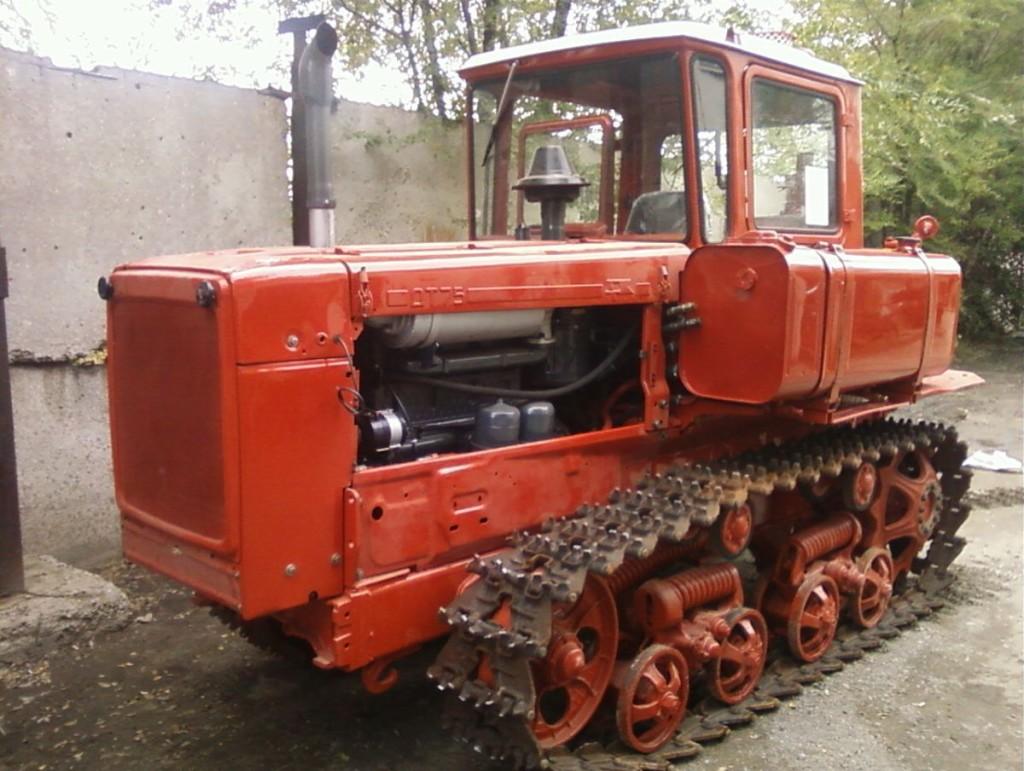 Трактор ДТ-75 вид сбоку