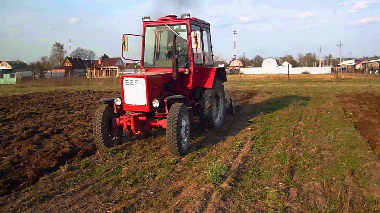 Трактор Т-30 в работе на поле