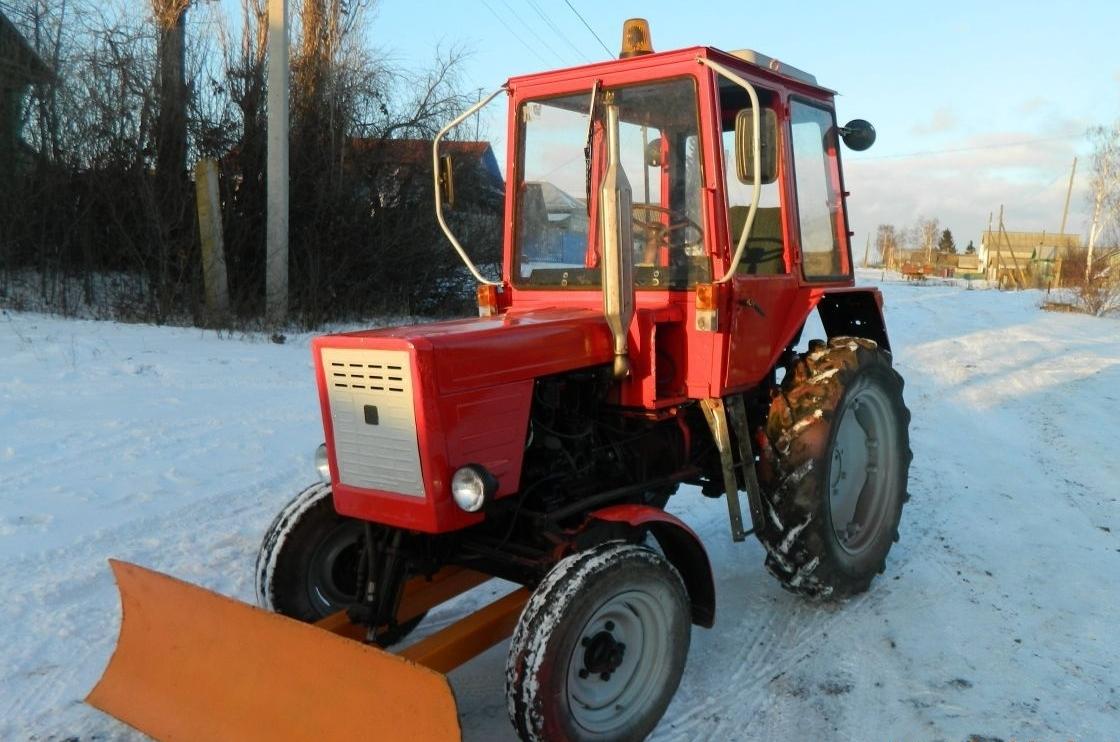 Трактор Т-30 на уборке снега