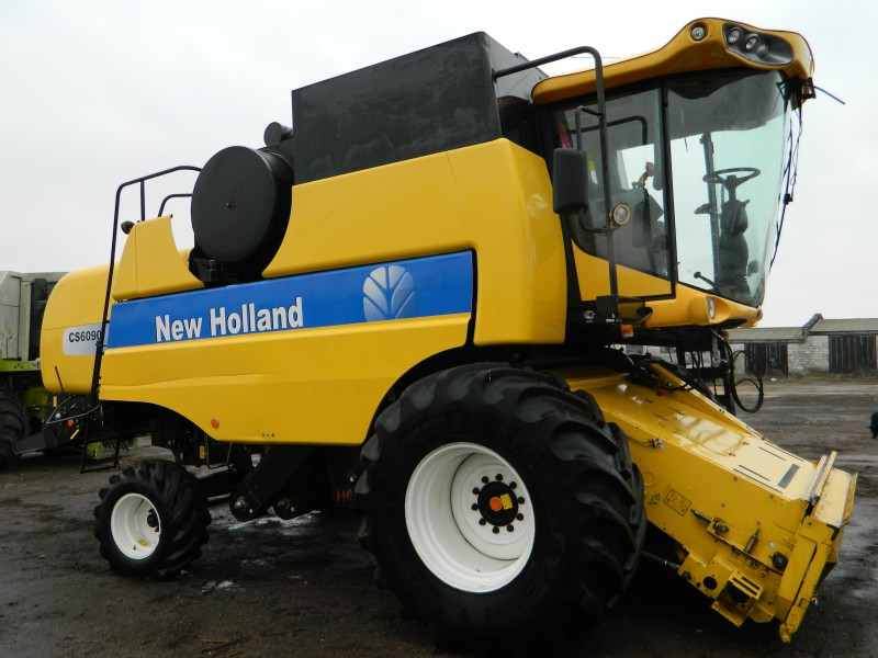 Комбайн New Holland CS 6090 без жатки