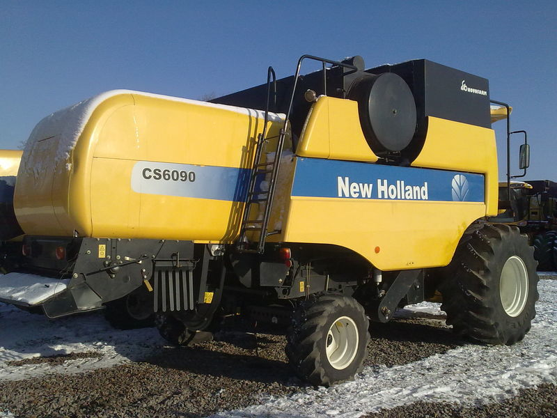 Комбайн New Holland CS 6090 - вид сзади