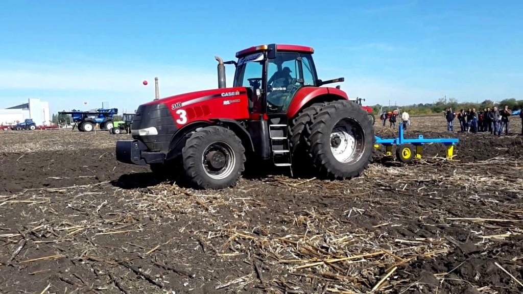Трактор Case Magnum 310 в работе