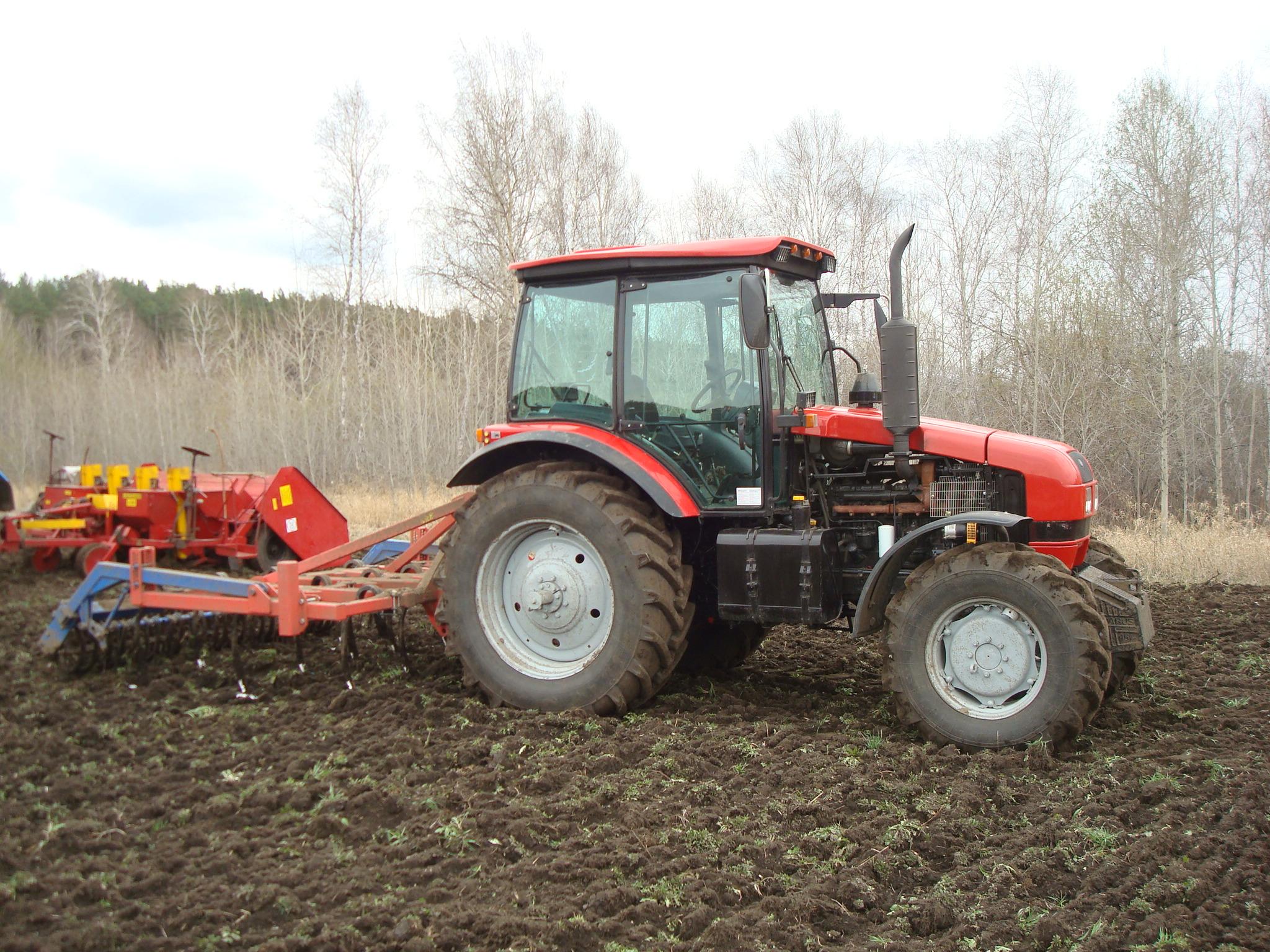 Трактор МТЗ-1523 Беларус в работе