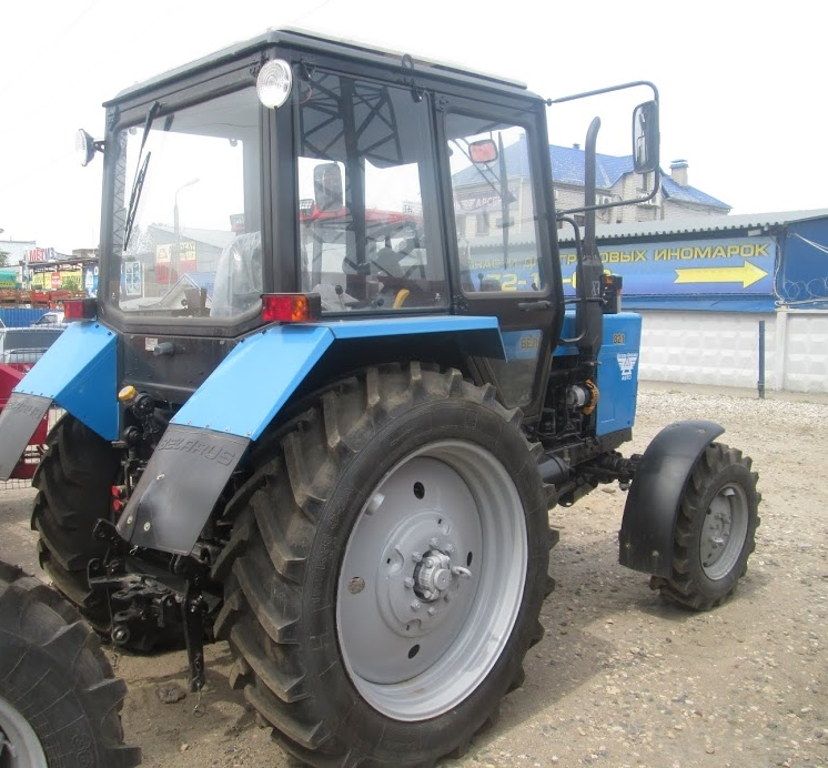 Трактор МТЗ-80 Беларус - вид сзади
