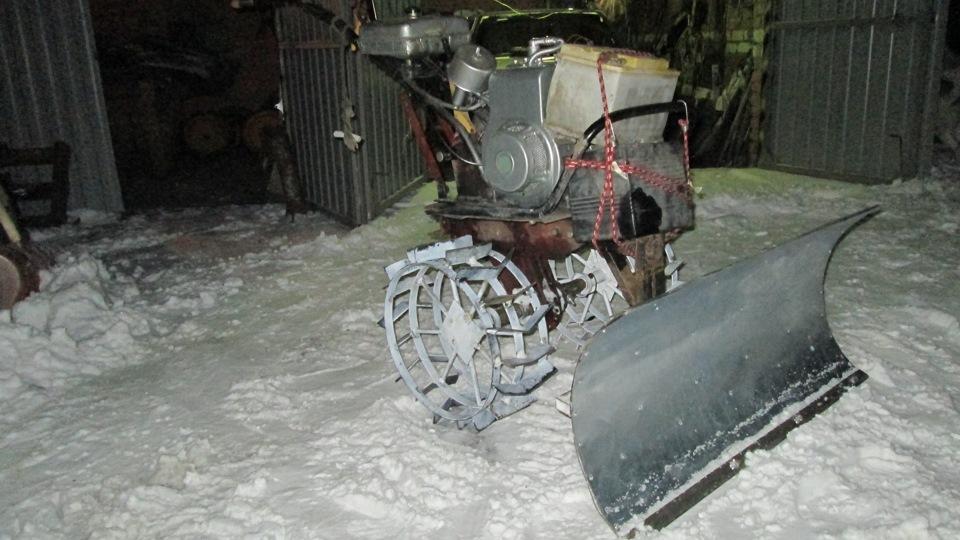 Мотоблок с отвалом для уборки снега