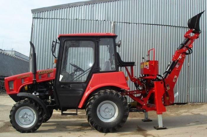 Фото трактора Беларус МТЗ-320.4 с навесным оборудованием